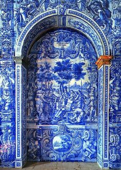 Azulejos covering an entire space