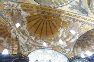 Semi-domes supporting the main dome