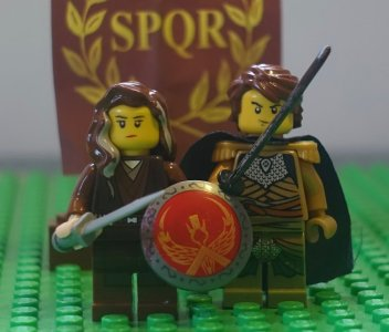 Lego figures of Germanicus and Agrippina the Elder