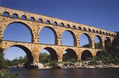 2-tiered arch Roman aqueduct