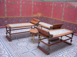 Wealthy Roman dining tables