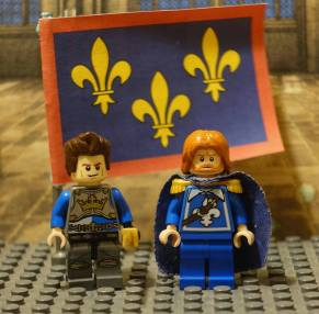 Lego Charles I of Anjou (left) and his brother King Louis IX (right)