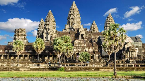 Angkor Wat, built under Khmer emperor Suryavarman II (1113-1145)