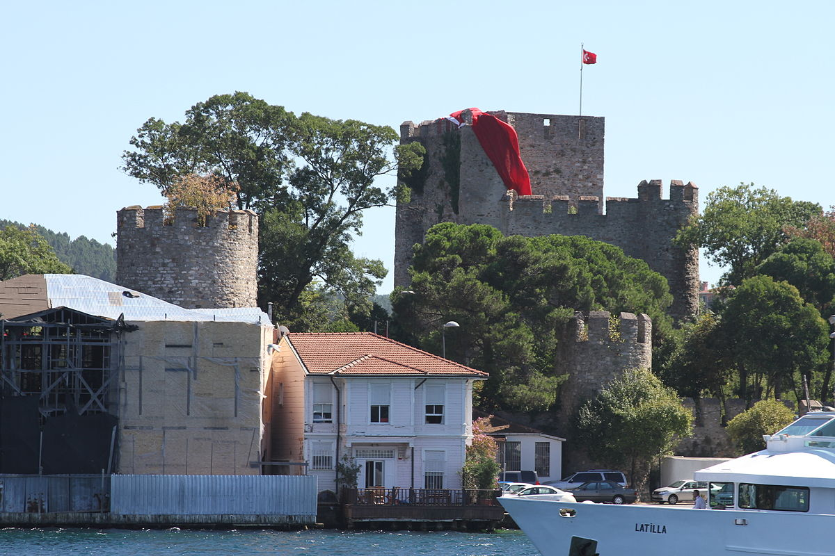 1200px-Anadolu_Hisarı_from_the_Bosphorus